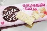 Шоколад белый Panda Suklaa Vadelmamuru c малиновой крошкой 145 гр